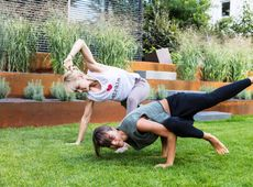 BODY AND MIND YOGA MIT ANNA KLEB UND JULIA BUCK