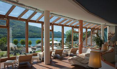 Liegegalerie zum Entspannen im Wellnesshotel Ebner's Waldhof am See