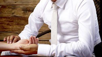 Konsultation und Pulsdiagnose mit Herrn Gaurav Sharma (B.A.M.S.)