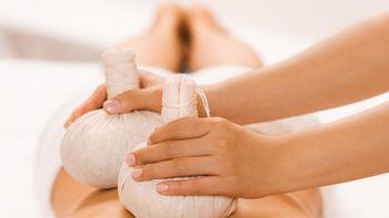 """Massage du dos avec des pochons d'herbes + massage du visage """" Harmony"""""""