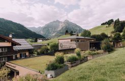 Biohotel Chesa Valisa: Kräutergarten - Das Naturhotel Chesa Valisa, Hirschegg/Kleinwalsertal, Vorarlberg, Österreich