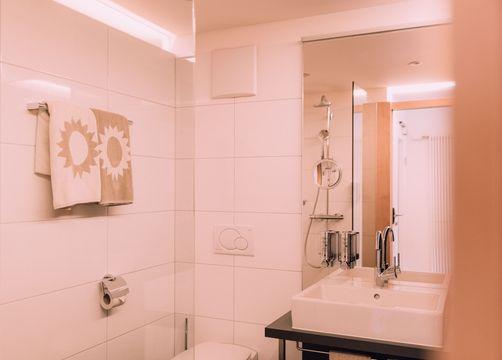 Biohotel Chesa Valisa Hirschegg Zimmer Himmelschlüssel Komfort (4/6) - Das Naturhotel Chesa Valisa