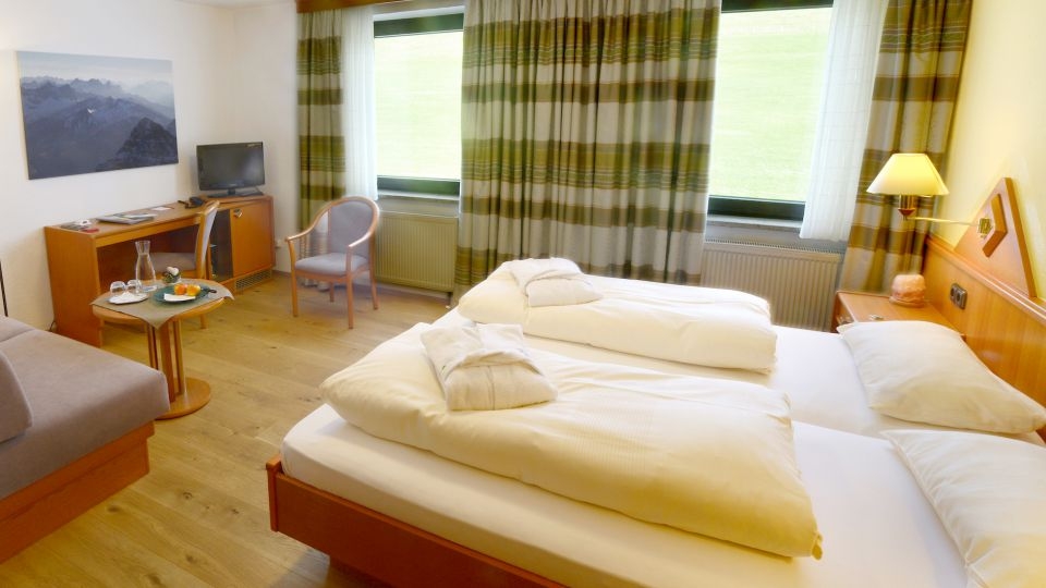 Double Room Meadow  BASIS