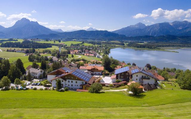Biohotel Eggensberger mit See und Bergen