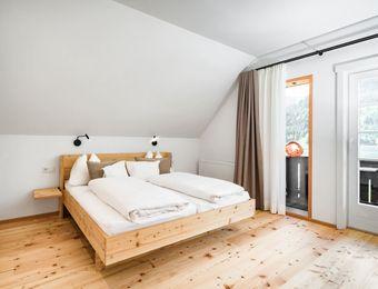 Familienzimmer mit Balkon und Seeblick   - Biohotel Gralhof