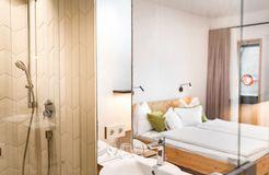 Biohotel Gralhof Doppelzimmer mit seitlichem Seeblick (2/3) - Biohotel Gralhof