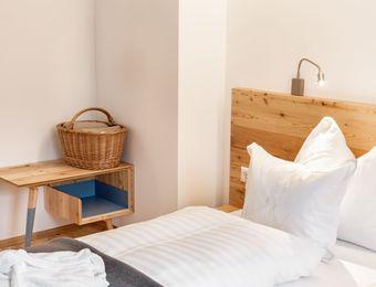 Doppelzimmer im Blockhaus mit Balkon und seitlichem Seeblick Nr. 11 - Biohotel Gralhof