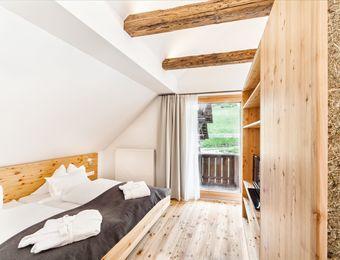 Doppelzimmer mit Balkon und Waldblick Nr. 16 im Blockhaus - Biohotel Gralhof