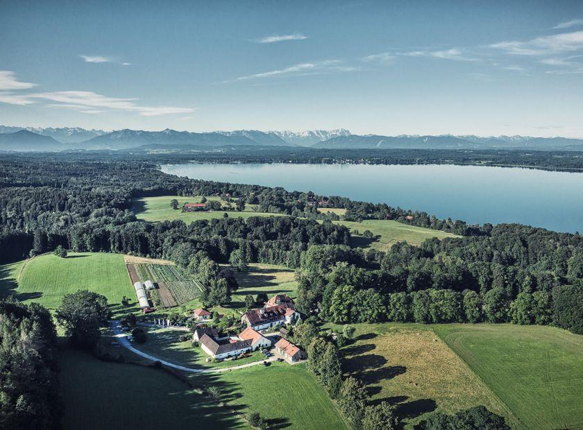 Biohotel & Schlossgut Oberambach: Drohne - Schlossgut Oberambach , Münsing am Starnberger See, Bayern, Deutschland