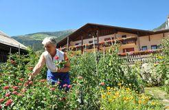 BIO HOTEL Anna: Hotelier im Garten - Landhotel Anna & Reiterhof Vill, Schlanders, Vinschgau, Trentino-Südtirol, Italien