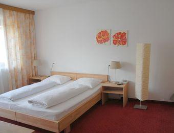Mehrbettzimmer mit Balkon - Landhotel Anna & Reiterhof Vill
