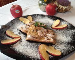 BIO HOTEL Anna: Köstliches vom Apfel - Landhotel Anna & Reiterhof Vill, Schlanders, Vinschgau, Trentino-Südtirol, Italien