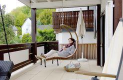 Biohotel Forellenhof: Entspannen im Hängesessel - Bio-Hotel Forellenhof, Bad Endbach, Hessen, Deutschland