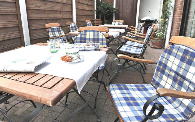 Biohotel Forellenhof: Gemütliche Stunden auf unserer Terrasse