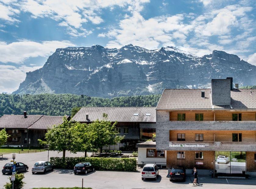 Biohotel Schwanen: Außenansicht Hotel - Biohotel Schwanen, Bizau, Vorarlberg, Österreich