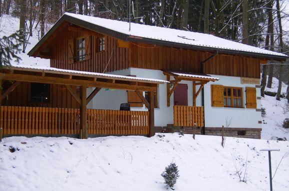 Winter, Vogesen-Chalet in Puberg, Elsass, Elsass, Frankreich