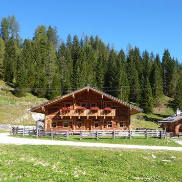 Untertiefenbachhütte, Tiefebachalm und Untertiefenbachhütte im Sommer