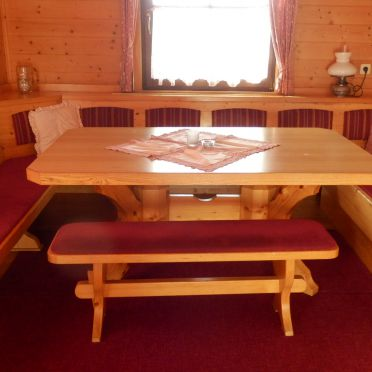 Kogljahrerhütte, Diningtable