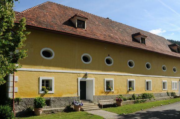 """Sommer, Gut Ottmanach """"Schlosshof"""" in Pischeldorf, Kärnten, Kärnten, Österreich"""