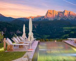 Biohotel Pennhof: Sommerstimmung Pool - Pennhof, Barbian (Bozen), Trentino-Südtirol, Italien