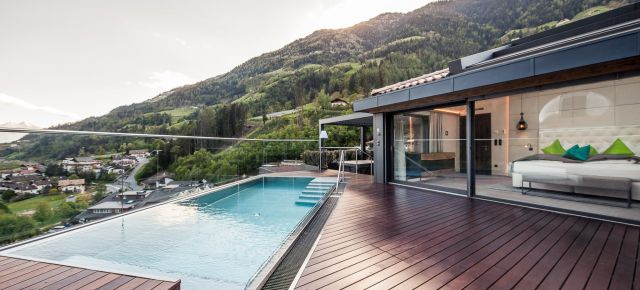 Sky-Chalet with private pool, whirlpool & sauna on the roof top
