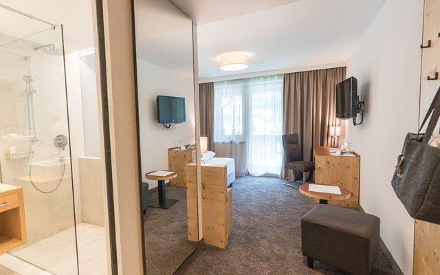 Symbolfoto Zimmer Hotel Mein Almhof Nauders EZ DZ 5349.jpg