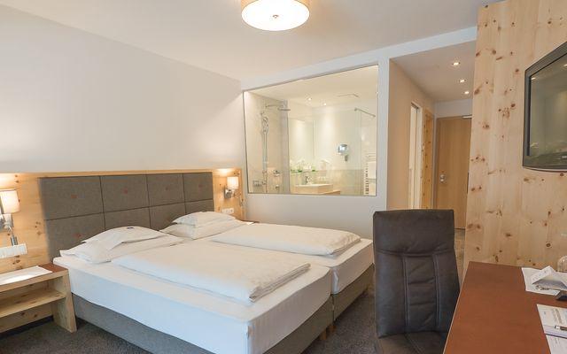 Symbolfoto Zimmer Hotel Mein Almhof Nauders EZ DZ 5391.jpg
