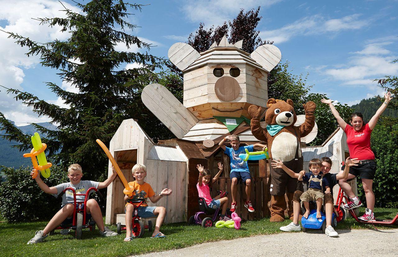 Familienhotel_Dolomit_Family_Resort_Alpenhof_Spielplatz.jpg