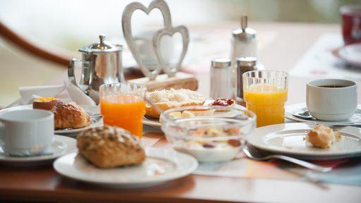 Das Frühstücksbuffet findet täglich zwischen 7.00 Uhr bis 10.00 Uhr im Restaurant statt.