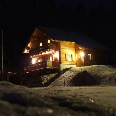 Holzwurmhütte, Winter bei Nacht