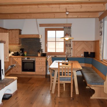 Wohnküche mit Kachelofen, Holzknechthütte, Aich, Steiermark, Steiermark, Österreich
