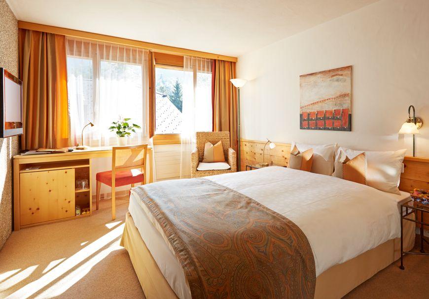 Chambre grand lit sud avec balcon