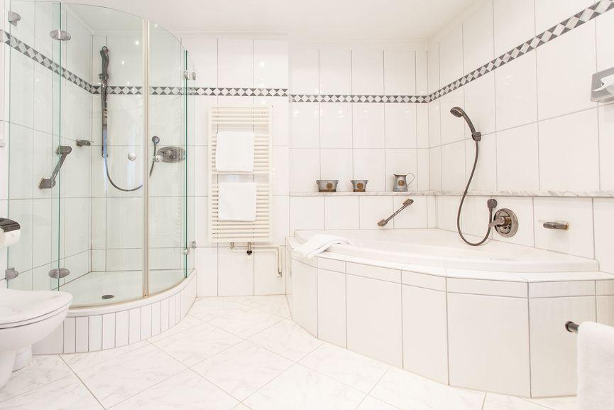 Großzügiges Badezimmer in der Suite Wunschlos