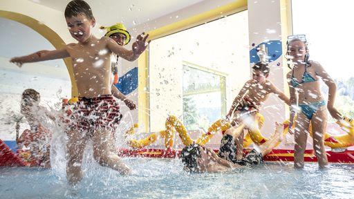 Kinderschwimmen im Familotel Mein Krug | Familotel Fichtelgebirge FamilienKlub Krug | Mein Krug | Hotel Krug