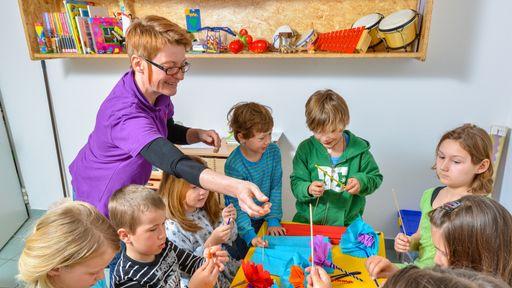 Bastelecke im Kinderspielbereich im Familotel Central & St. Johanner Hof.