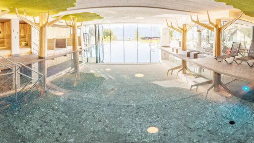 Großes Family-Spa mit 3 Innenpools, Infinity-Außenpool und Rutschenwelt