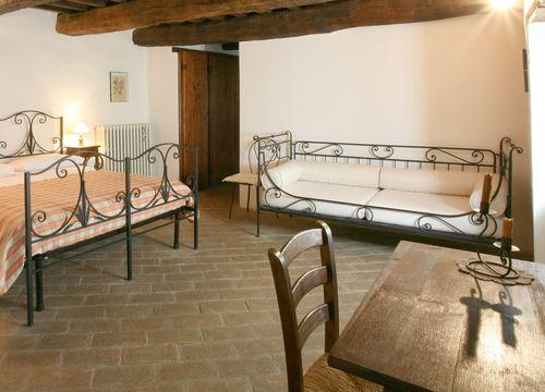 """Multi-Bed Room """"Flaumeiche"""" (1/1) - Bio-Agriturismo La Cerqua"""