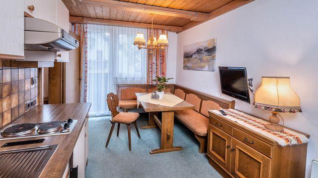 3-Raum Ferienwohnung Altbau zur Selbstversorgung im Hotel Stefan | 40m²
