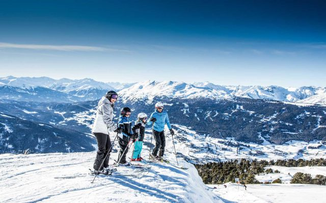 imp_sailer-stefan_familie-skifahren.jpg