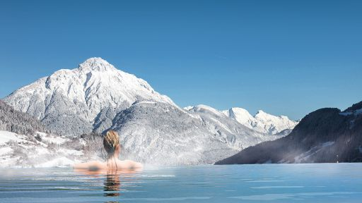 Entspannter Wellnessurlaub. Jetzt mit Panorama-Infinitypool und atemberaubender Landschaft im Sailer & Stefan.