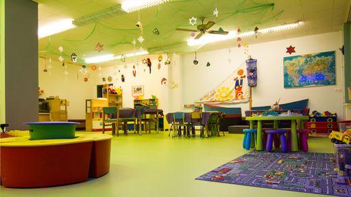 Im Kids-Club finden die coolsten Dinge statt: Bastelstunden, T-Shirts bemalen, Kinderkino, Rennstrecke, Laubsägearbeiten uvm.