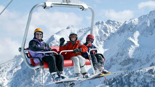 Ski-Spass mit kostenloser 3-Std.-Skikarte täglich.
