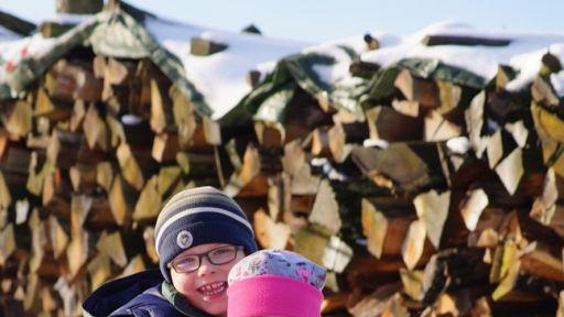 Schlittenfahren, Skifahren und Schneemänner bauen im Familotel Ebbinghof in der Wintearsportarena Sauerland