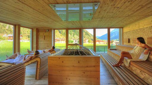 Genießen Sie in vollen Zügen die belebende Erholung für Körper und Seele in der Saunalandschaft im Alpenhotel Kindl.
