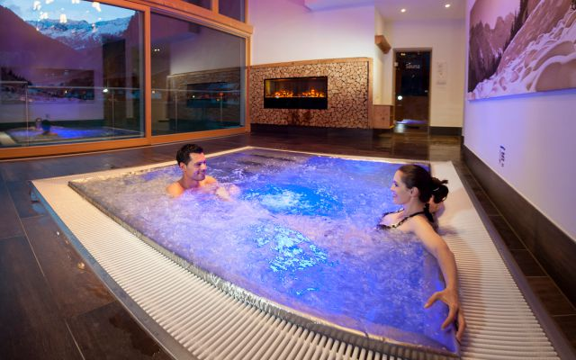 IMP_Familienhotel_Alpenhotel_Kindl_Whirlpool.jpg