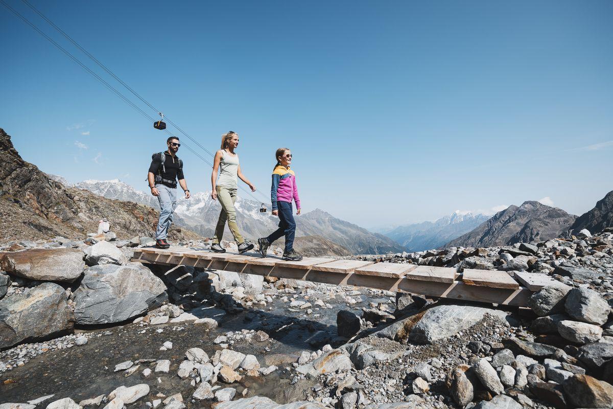 Happy-Family im Bergsommer