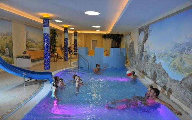 kinder-schwimmbad-familien-hotel-salzburg.JPG
