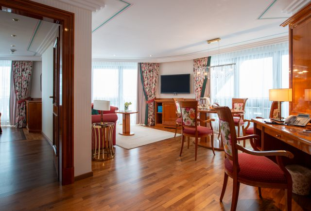 Hotel Dollenberg in Bad Peterstal–Griesbach: Suite de luxe type VII (Last Minute)