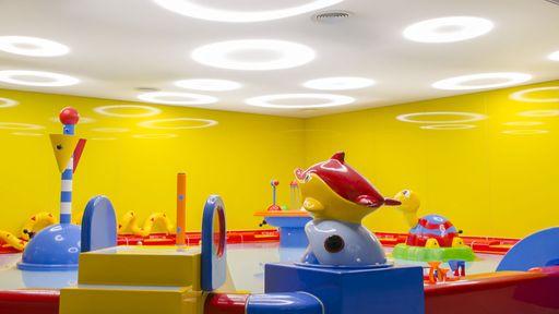 Im Baby-Spielzimmer können die Kleinsten in sicherer Umgebung Erlebnisse sammeln.