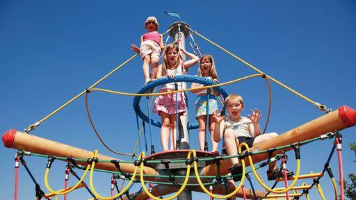 Spielplätze, Tretgokarts, Hochseilgarten für Kinder und Trampoline. Hier kann man sich keine Minute langweilen!